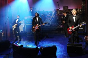 VIDEO Foo Fighters Close out with 'Everlong' Special Request by David Letterman