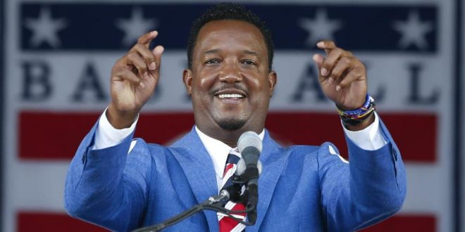 Pedro Martinez Delivers Emotional, Bilingual Hall of Fame Speech to Close Induction Ceremony