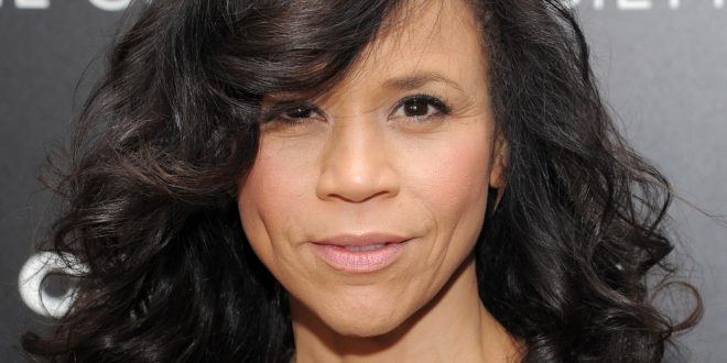 VIDEO Rosie Perez Breaks Down While Announcing Resignation from 'The View'