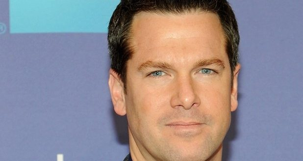 The NBC Nightly News Hires out Gay Journalist Thomas Roberts to Anchor
