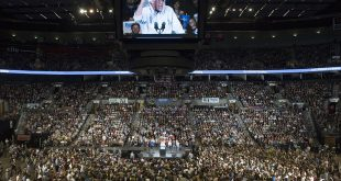 Bernie Sanders Draws 28,000 People in Portland