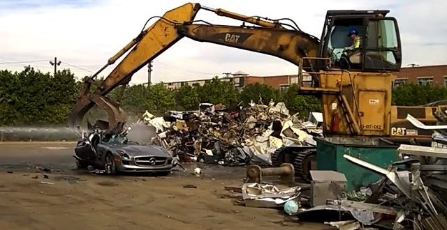 VIDEO Excavator Callously Destroys Mercedes-Benz SLS AMG