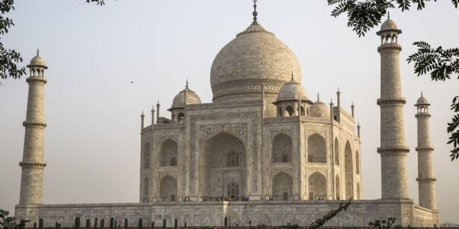 Man Dies While Attempting to Take Selfie at Taj Mahal