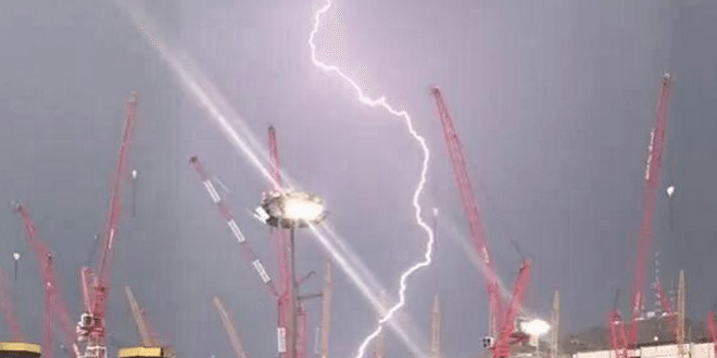 Lightning Struck The Crane in Mecca before it Collapsed into the Grand Mosque