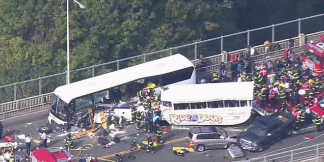 4 People Dead, 9 Critically Injured After Tourist Vehicles Crash in Seattle