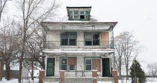 Hamtramck, Michigan - Florist Turns Old Abandoned House into Floral Art Installation
