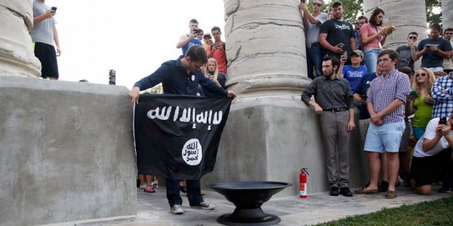 VIDEO University of Missouri Students Burn ISIS Flag in Campus Protest Event