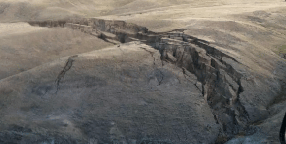 VIDEO Huge Crack In The Earth Opens Up East Of Yellowstone Caldera By Big Horn Mountains