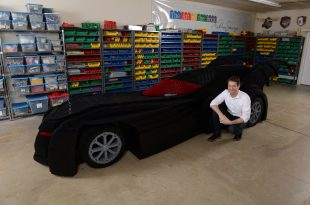 Nathan Sawaya Unveils World's Largest LEGO Brick Batmobile