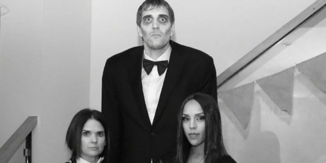 Dirk Nowitzki Dresses as Lurch From 'The Addams Family' for Halloween