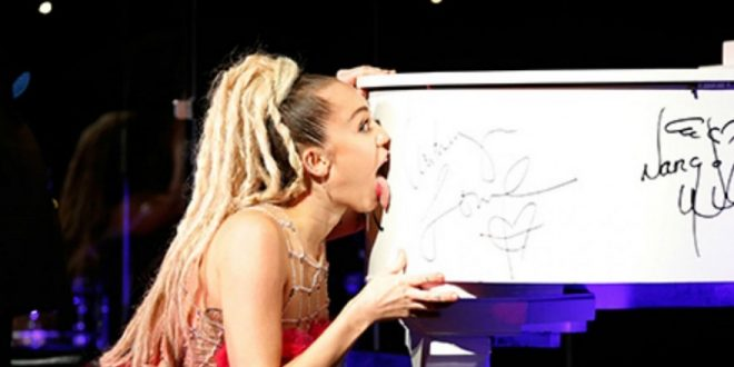 Miley Cyrus Licks Piano Before Speech at Los Angeles LGBT 46th Anniversary Gala