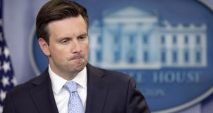 Josh Earnest Disagrees With Ben Carson's Comment About Facing Scrutiny
