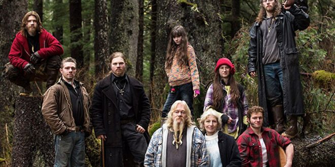 "Father and Son From ""Alaskan Bush People"" Plead Guilty to Fraud and Theft"