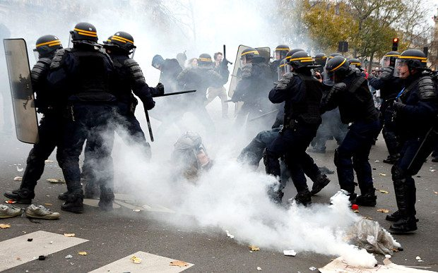 French CRS riot police apprehend a demonstrator Photo: REUTERS/Eric Gaillard