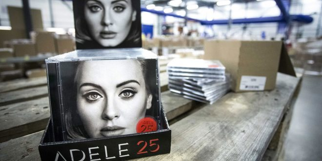Adele Breaks Record With 3.38 Million Copies of '25' Sold in US in 1st Week of Release