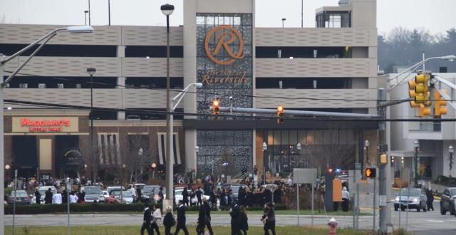Graffiti Bomb Threat Note Prompts Evacuation of Riverside Square Mall in Hackensack, New Jersey