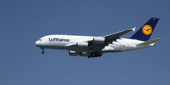 Lufthansa Passenger Tries to Open Plane Door Midflight
