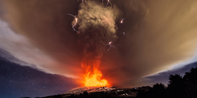 Stunning Photos, Videos of Italy's Mount Etna Eruption