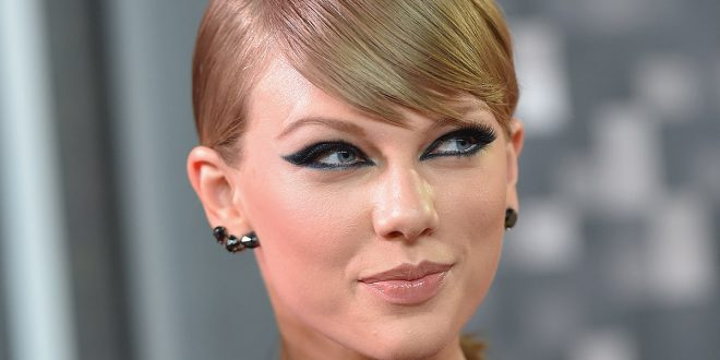 Taylor Swift Attempts to Trademark 'Swiftmas,' 'Blank Space,' '1989' and Other Terms