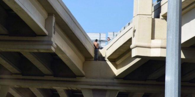 Man Threatening to Jump from Loop 410 Overpass Steps Down After Pleading With Police