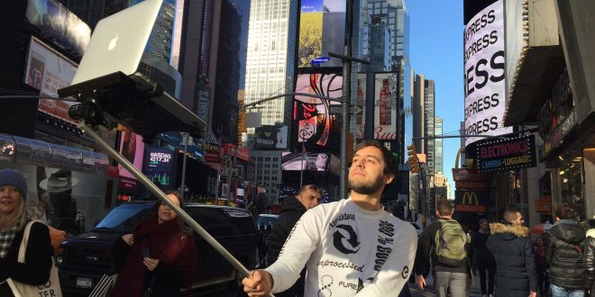 There's a MacBook Selfie Stick and It's as Amazing as It Sounds