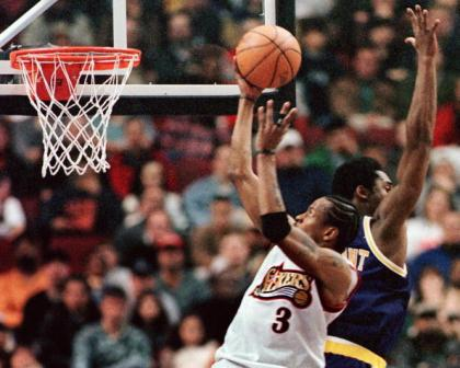 PHILADELPHIA, UNITED STATES:  The Philadelphia 76ers point guard Allen Iverson (L) flys past the Los Angeles Lakers Kobe Bryant (R) on his way to the basket in 19 March 1999 in  Philadelphia.  Iverson scored 41 points in the 76ers' 105-90 victory.       AFP PHOTO/TOM MIHALEK (Photo credit should read TOM MIHALEK/AFP/Getty Images)