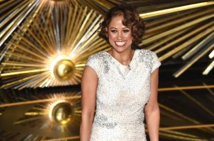 Chris Rock, Stacey Dash's Awkward Oscars Moment Makes Chrissy Teigen & More Cringe