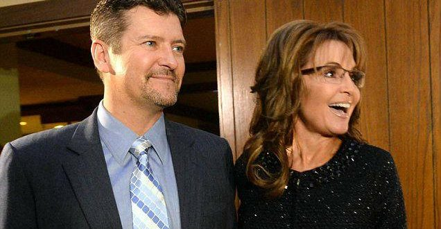 Sarah Palin Cancels Trump Event After Husband in 'Serious' Snow Machine Crash