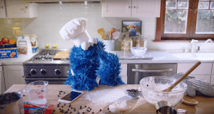 VIDEO Apple Shares New 'Hey Siri' iPhone 6s Ad Starring Cookie Monster
