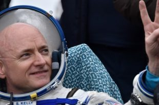 Astronaut Scott Kelly to Write Book Chronicling Months Spent in Space