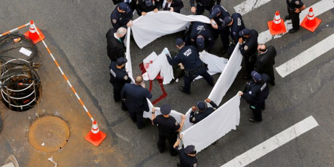 Man Swinging a Knife Shot Dead by Police in Manhattan, New York
