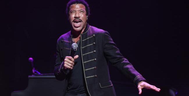 Lionel Richie to Launch Cosmetic Line Inspired by Title of Song 'Hello'