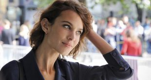 Model Alexa Chung Urges Followers To Sign Referendum in Tweet