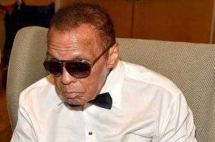 Former Heavyweight Champion Muhammad Ali on Life Support After Being Hospitalized