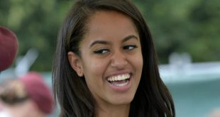 Malia Obama Dances on Stage at Lollapalooza, Proves She's Living Her Best Life