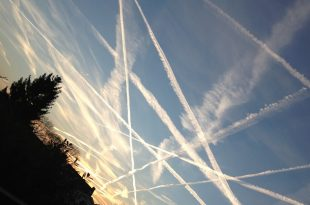 "University of California, Irvine: Theory About ""Chemtrails"" Left by Aircrafts Not True, Scientists Say"