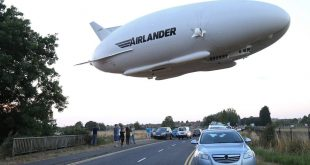 Giant Helium-Filled Airship Airlander 10 Completes 1st Test Flight North of London