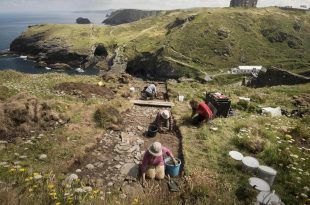 Tintagel Castle: British Archeologists Say They Have Unearthed 6th-Century Royal Palace