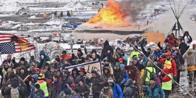 Dakota Pipeline Camp Raided After Protesters Defy Deadline, Refuse to Leave
