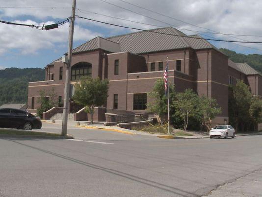 Man Grabs Bailiff's Gun, Kills Himself at Bell County, Kentucky Courthouse