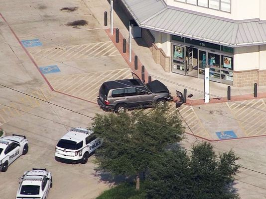 VIDEO Armed Suspect Barricated kills Self in Walgreens Kemah, Texas