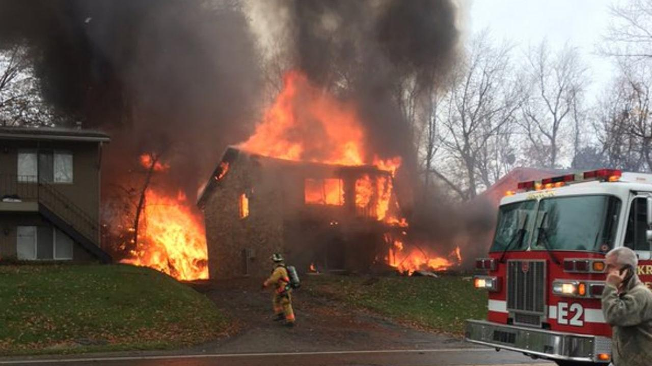 Akron, Ohio: 2 Killed After Small Plane Crashes Into Building