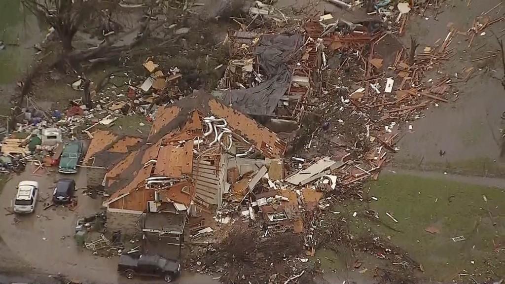 151227-garland-texas-damage-0920a_33a2a90b1e7356e8cfb3383cf6dac936.nbcnews-ux-2880-1000