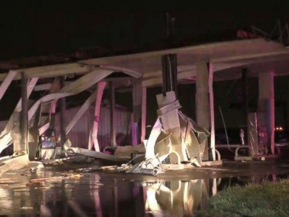 HT_gas_station_demolished_Copeville_Texas_151227_DC_4x3_992