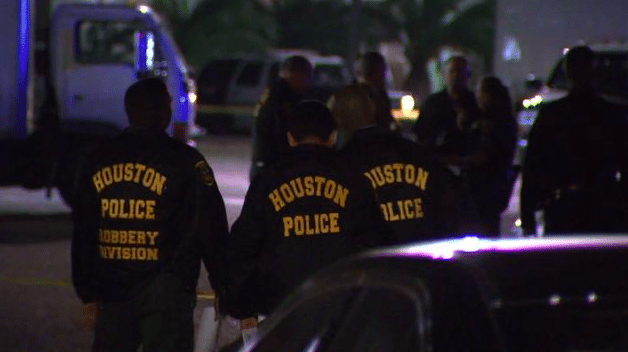 Police Fatally Shoot 2 Robbery Suspects at Houston Store