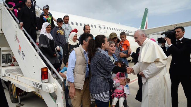 Pope Francis Brings 3 Syrian Families Back to Rome With Him