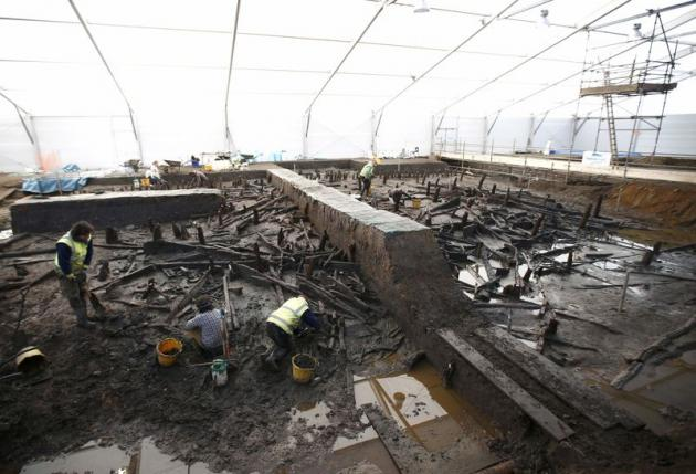 Broken Pottery Reveals a Perfect Extinction Caused by a Black Death