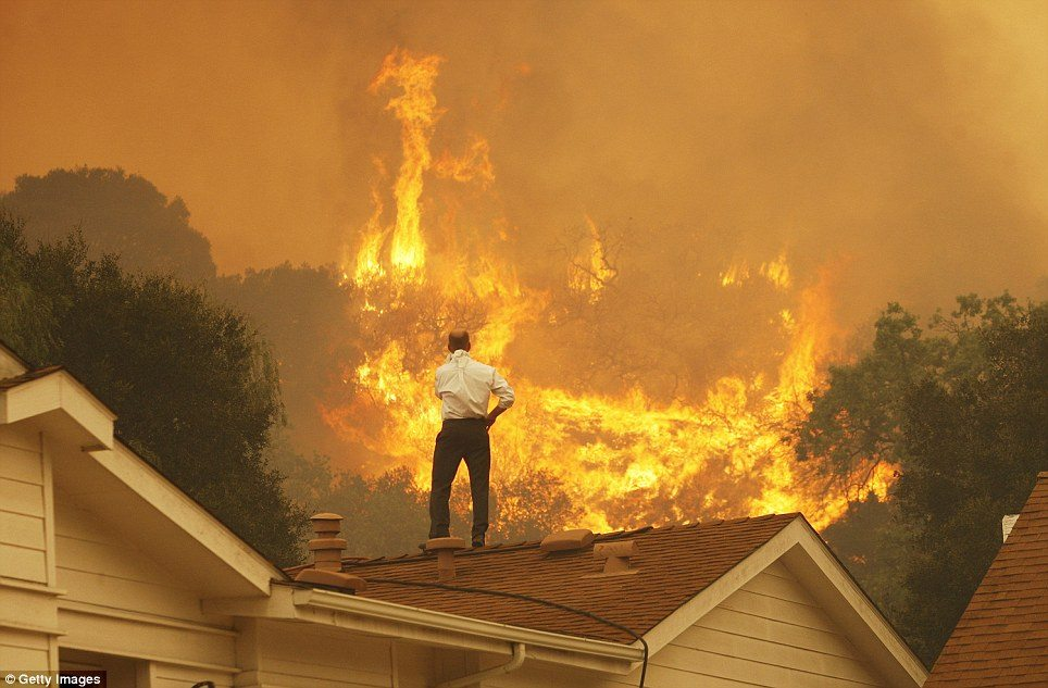 At Least 5,000 Fleeing Homes Due to 500-Acre Fire in Calabasas, California