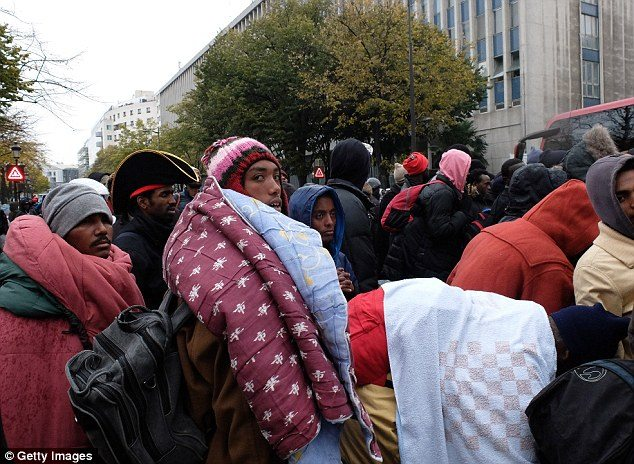 Paris Police Stealing Blankets from Refugees in Freezing Weather