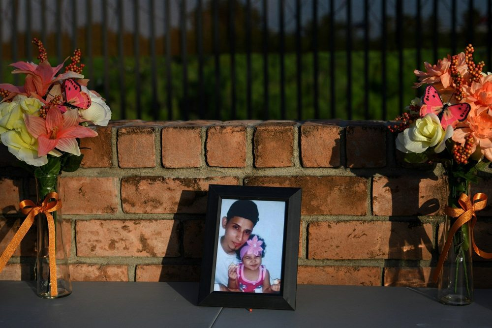 Drowned Migrant Father and Daughter Mourned at El Salvador Cemetery